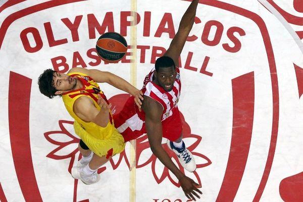 Ολυμπιακός: Το εντυπωσιακό κόψιμο του Ντάνστον (video)