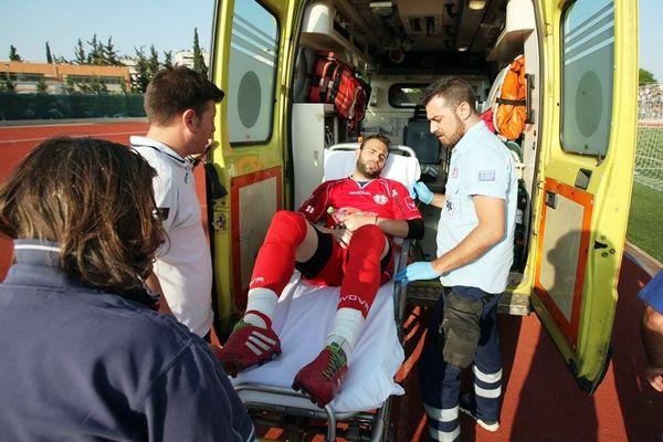 Κροτίδα, τραυματισμός και συλλήψεις στο Ηράκλειο-Αιγάλεω (photos)