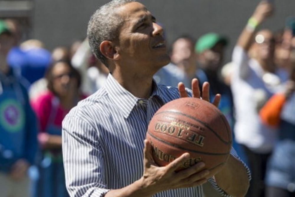 Ο Ομπάμα… υποκλίθηκε στον Κάρι! (photo)