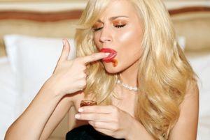 Αντέχεις τόσο sexy Νάντια Μπουλέ; (photos, video)