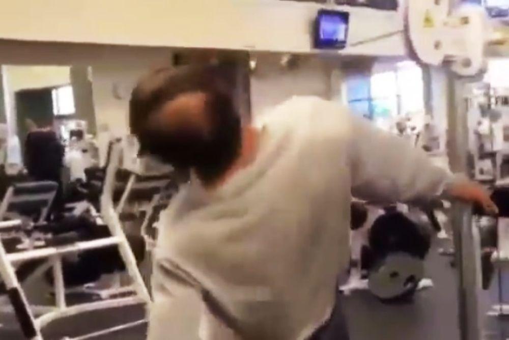 ΑΠΙΣΤΕΥΤΟ: Σηκώνει βάρη με το κεφάλι! (video)
