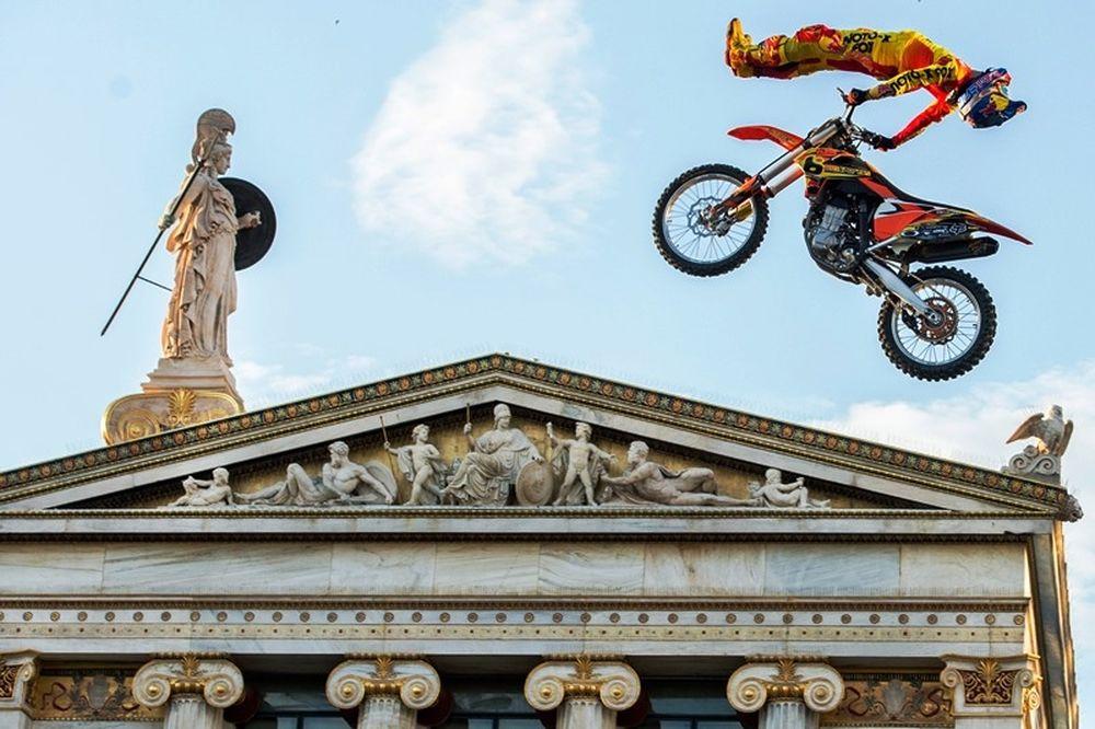 Οι σταρ του freestyle motocross προσγειώνονται στην Αθήνα (photos)