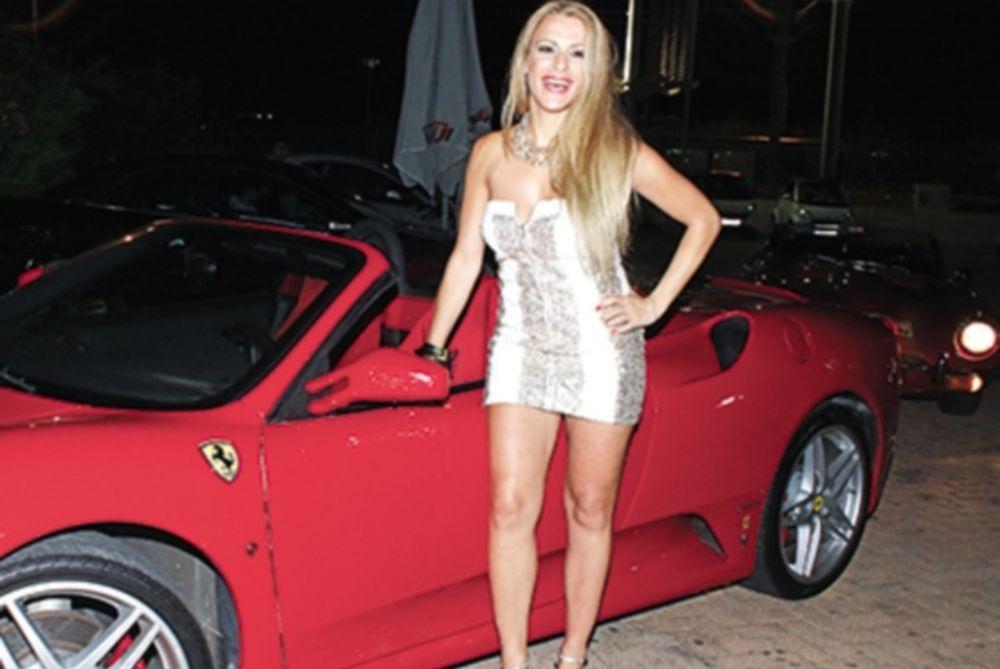 Απογείωσε την κόκκινη φεράρι η σέξι Φρατζέσκα! (photos)