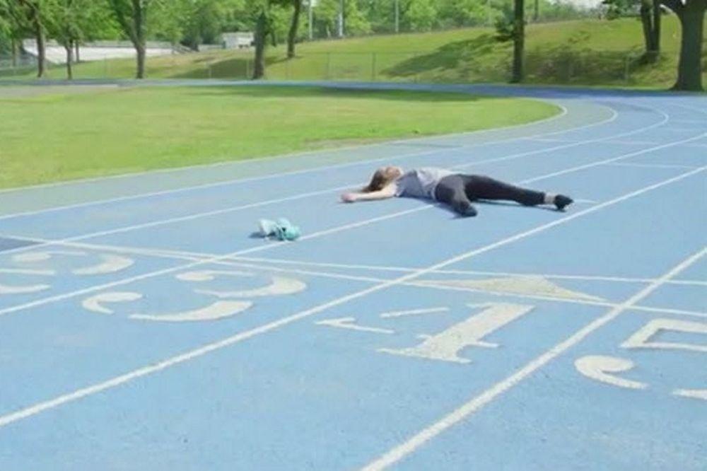 Beer Mile: Μια γυναίκα, πέντε μπύρες και ένα μίλι τρέξιμο! (video)