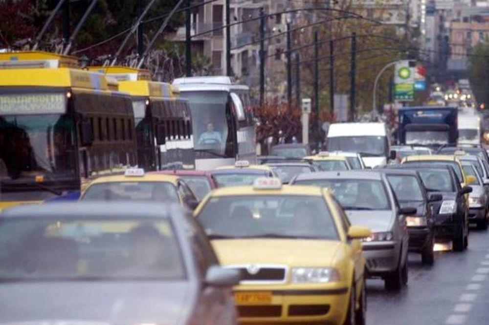 Κυκλοφοριακό «έμφραγμα» στους περισσότερους δρόμους της Αττικής λόγω της βροχής