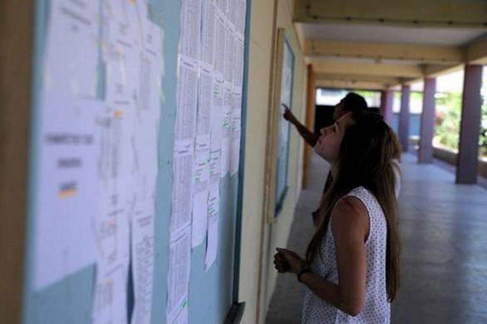 Βάσεις Πανελληνίων 2015: Πού θα κινηθούν οι βάσεις εισαγωγής ανά σχολή (πίνακες)