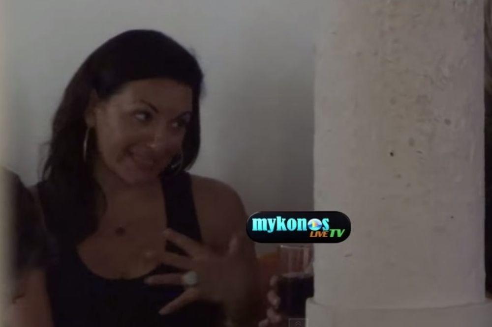 Νύχτες στη Μύκονο για την Όλγα Κεφαλογιάννη (video)