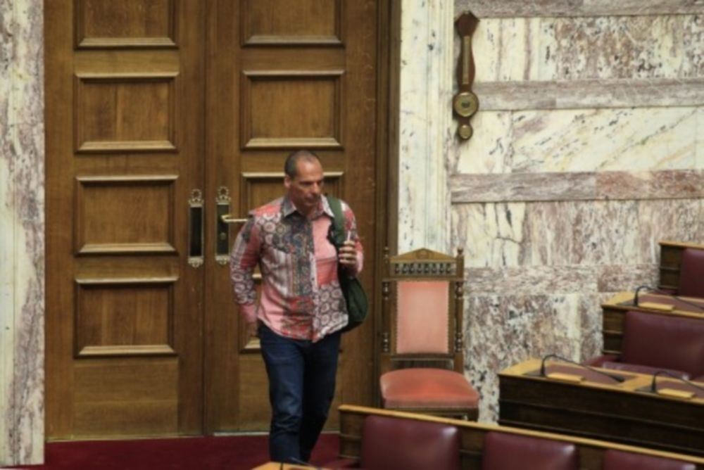 Το ψυχεδελικό πουκάμισο του Βαρoυφάκη «γκρέμισε» τα social media! (photo)