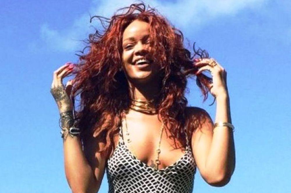 Η Rihanna αυτή τη φορά είναι... ερωτευμένη και ιδού η απόδειξη