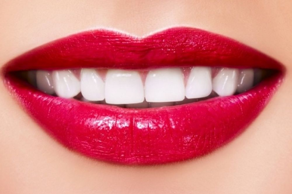 Λευκαίνει τα δόντια καλύτερα από οδοντόκρεμα και υπάρχει σε κάθε σπίτι!