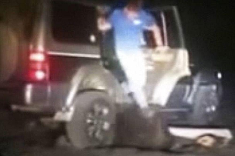 Σοκαριστικό βίντεο: Πάτησαν αρκούδα οκτώ φορές με το αυτοκίνητο για να τη… βιάσουν!
