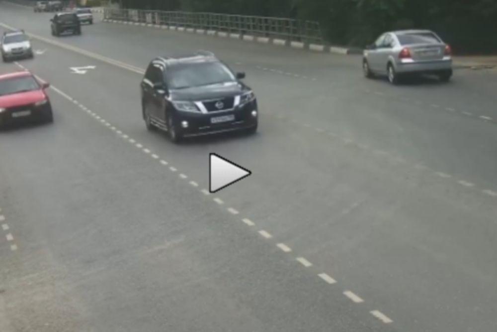 Μηχανή σήκωσε στον αέρα αυτοκίνητο! (video)