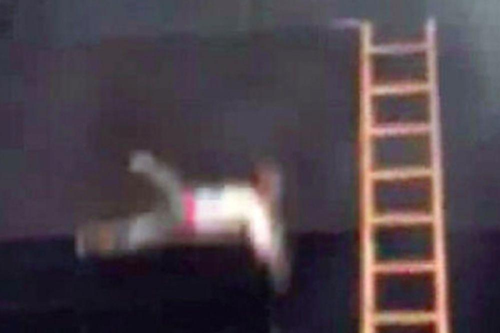 Δραματική διάσωση: Πετούσαν παιδιά από τα παράθυρα βρεφονηπιακού σταθμού (video)