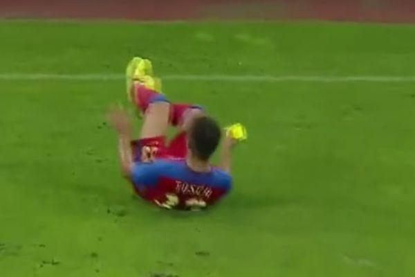 Παίκτης έδειξε κίτρινη σε παίκτη! (video)
