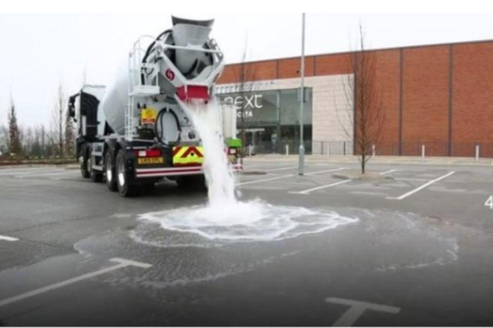 Πλημμυρισμένοι δρόμοι τέλος! Η άσφαλτος που απορροφά νερό! (video)