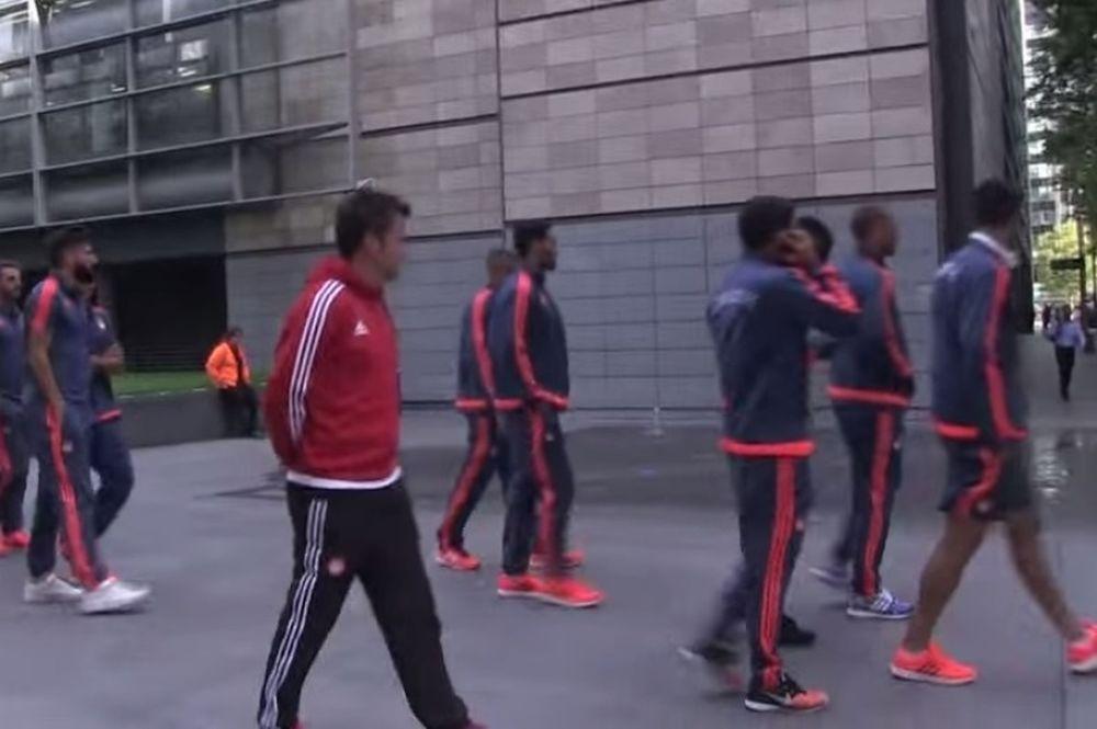 Ολυμπιακός: «Ερυθρόλευκη» βόλτα στο Λονδίνο (video)