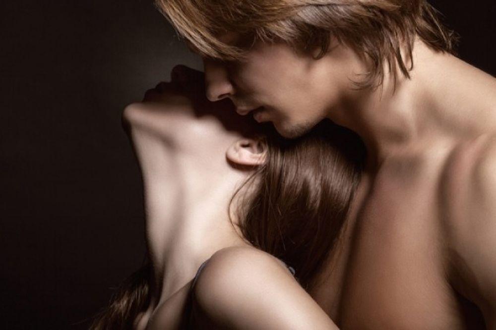 Ποια είναι η καλύτερη ώρα για σεξ ανάλογα με την ηλικία σας
