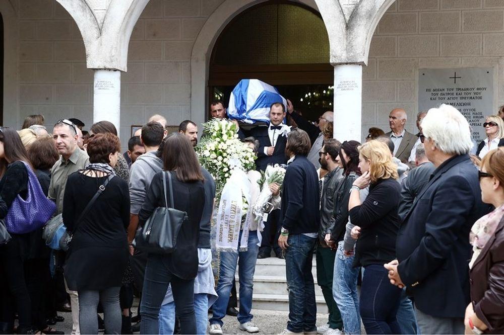 Το «τελευταίο αντίο» στον Μάκη Δενδρινό (photos)