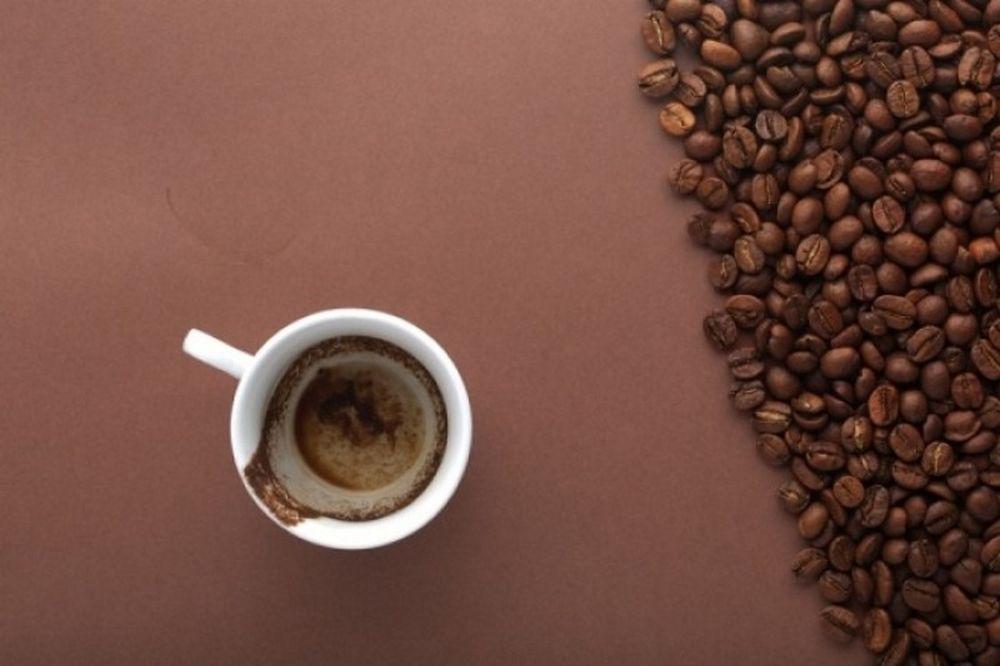 Καφές μετά το αλκοόλ: Βοηθά να υποχωρήσει η μέθη;