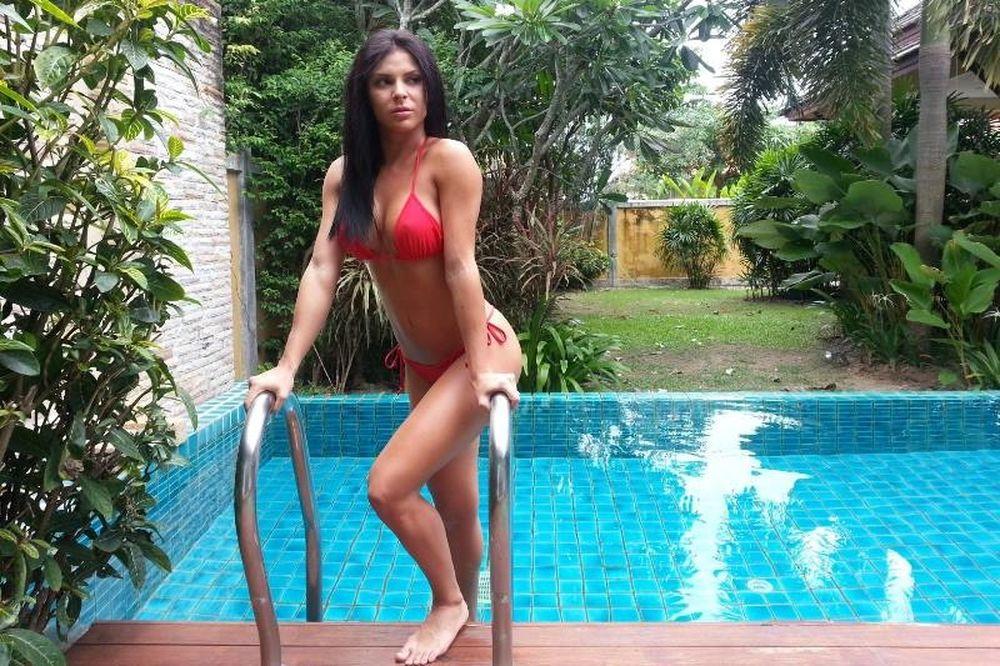 Η Ίνα είναι η πρωταγωνίστρια της Sirina που προκαλεί… σεισμό (photos)