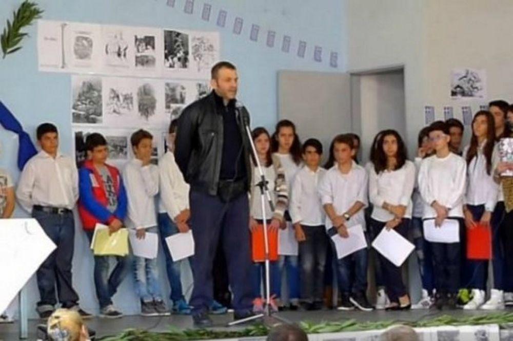 Γκλέτσος σε μαθητές: «Να πάνε να... τα μνημόνια και οι δανειστές» (video)