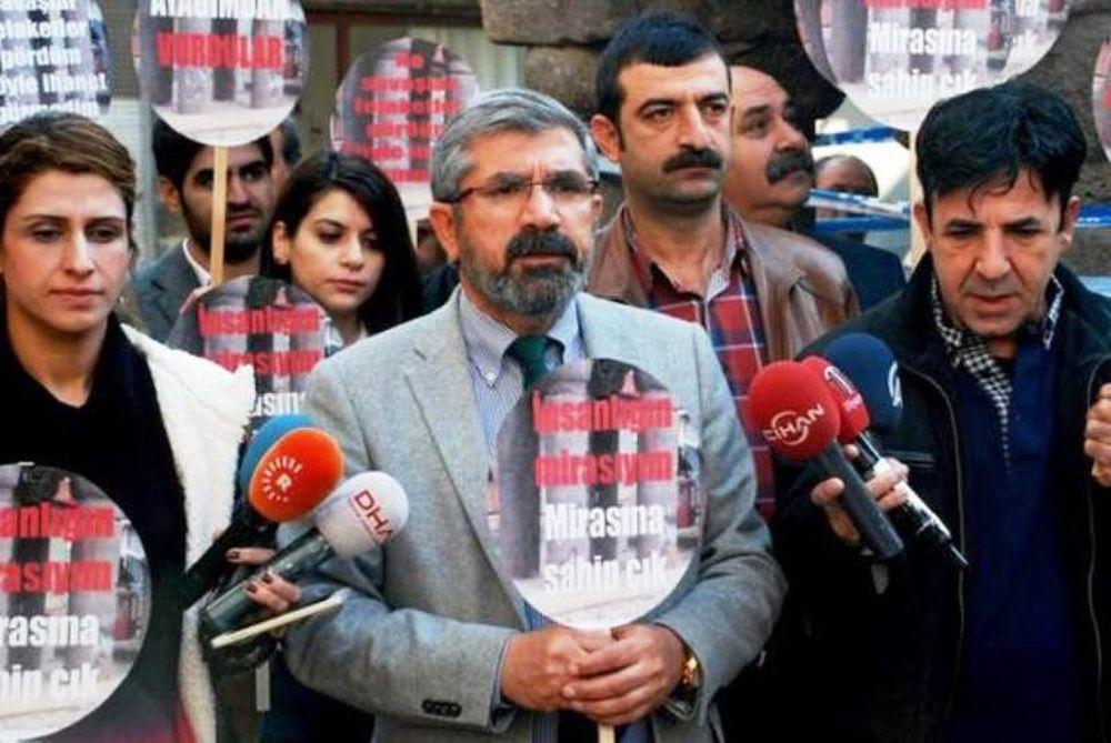 Τουρκία - Σοκαριστικό βίντεο: Κούρδος δικηγόρος δολοφονείται μπροστά στις κάμερες (photos)