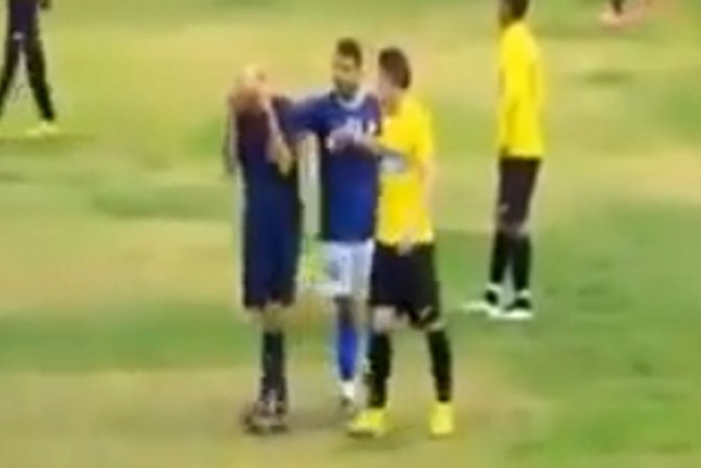 Διαιτητής έβαλε τα κλάματα επειδή του έβριζαν τη μάνα! (video)