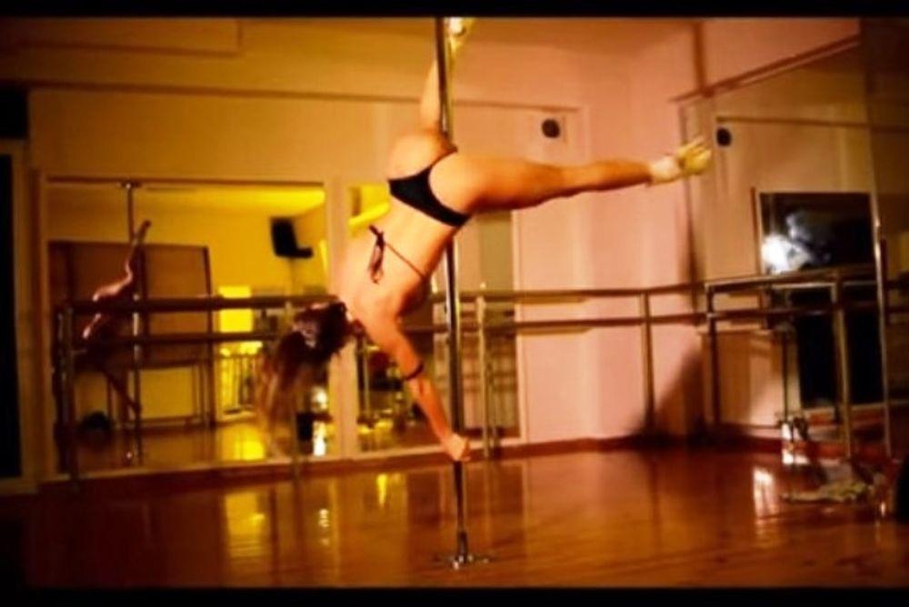 Αδιανόητα καυτό pole dancing από τη Μαρία Νικόλ! (video)