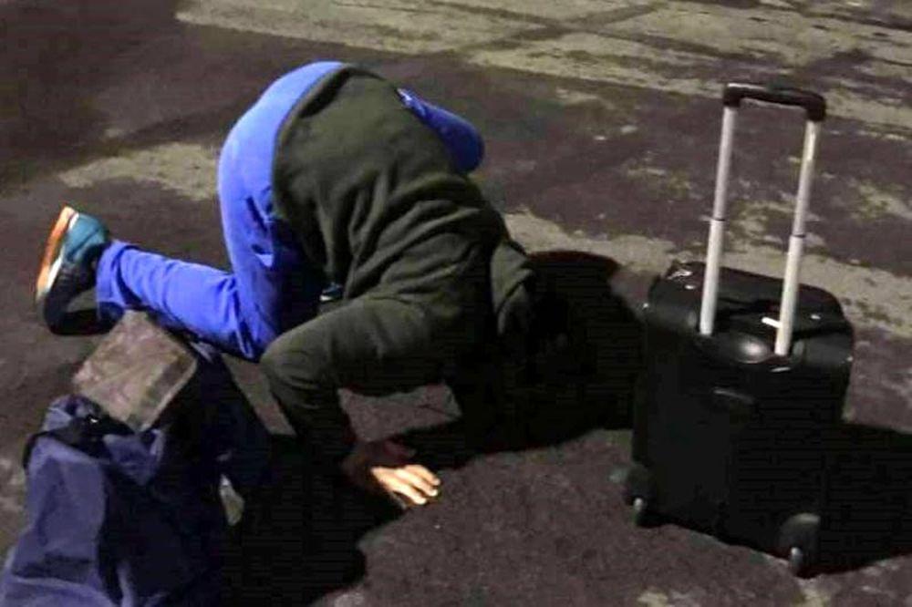 ΑΠΙΣΤΕΥΤΟ! Παίκτης του Φάρου φιλάει το έδαφος μετά το θρίλερ στον αέρα (photo)