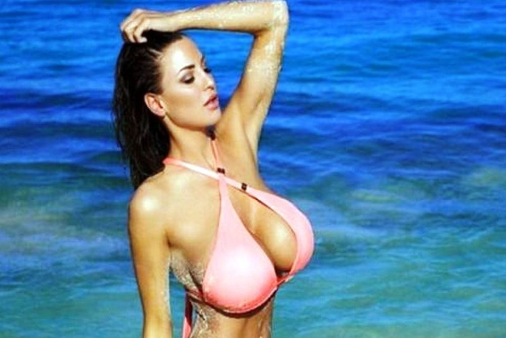 Το μοντέλο με το μεγαλύτερο φυσικό στήθος (photos)