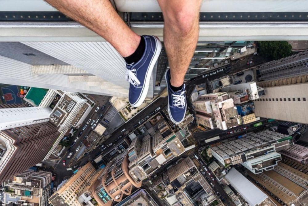 Ήρωας στα social media o 18χρονος Ρώσος που δε φοβάται τα ύψη! (photos+video)