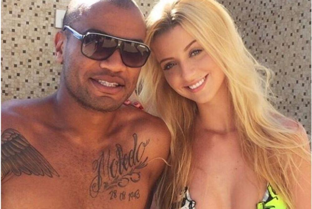 Θα πάθετε πλάκα με την ξανθιά σύντροφο ποδοσφαιριστή του Παναθηναϊκού! (photos)