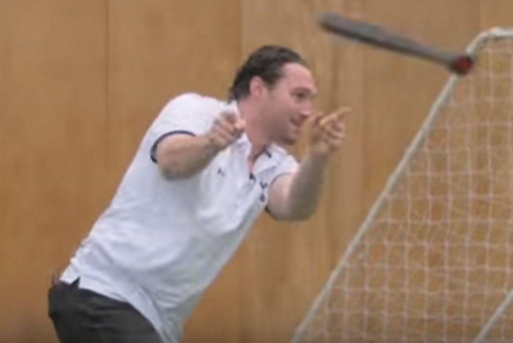 Πολύ γέλιο: Ο Ντάιερ πήρε μέρος στο «Ζαλισμένο Μπέιζμπολ»!