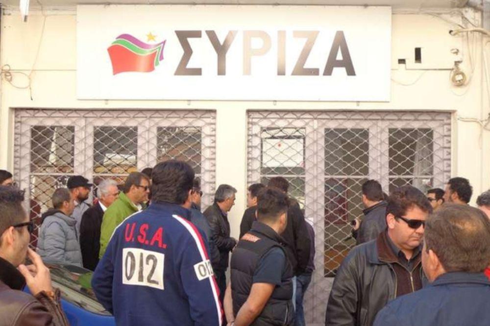 Λειβαδιά: Οργισμένοι αγρότες από το μπλόκο του Κάστρου και του 90ου χλμ έψαχναν βουλευτή του ΣΥΡΙΖΑ