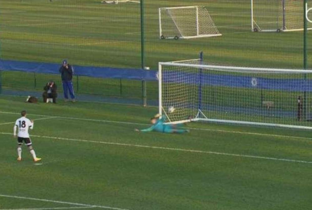 ΣΚΑΝΔΑΛΟ: Η μπάλα πέρασε... ένα μέτρο τη γραμμή και δεν μέτρησαν το γκολ! (video)