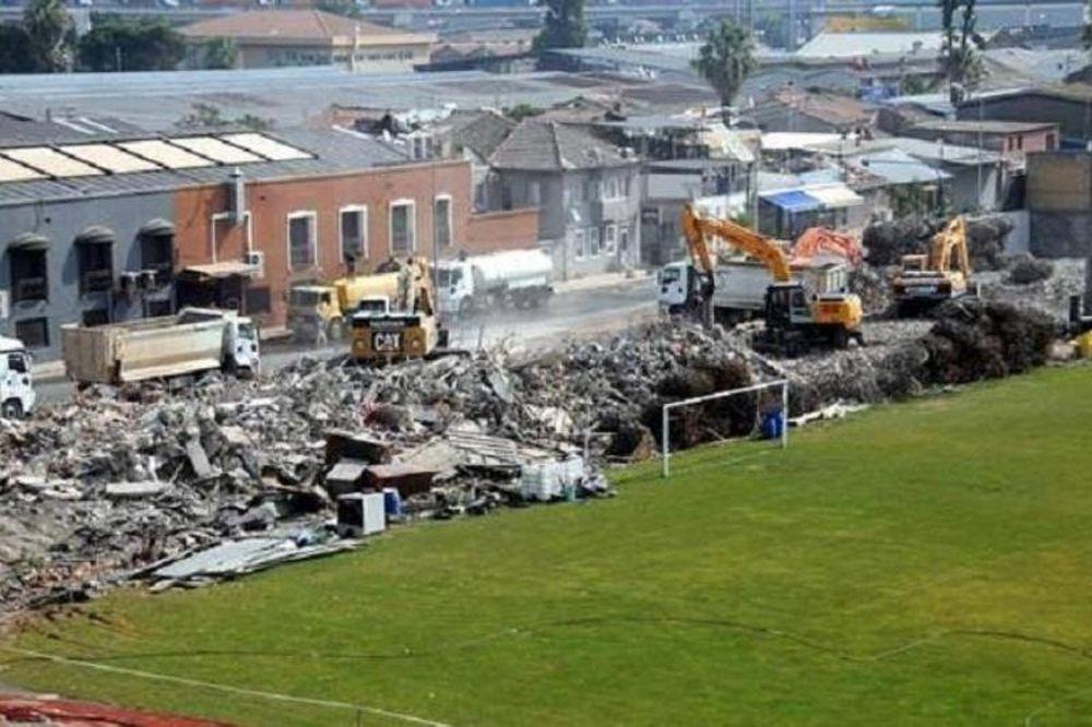 Γκρεμίστηκε το ιστορικό γήπεδο του Πανιωνίου! (photos)