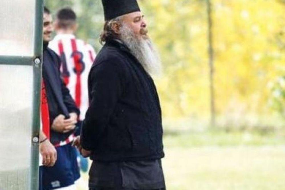 Απίστευτο: Και προπονητής και… παπάς με δίπλωμα ΟΥΕΦΑ!