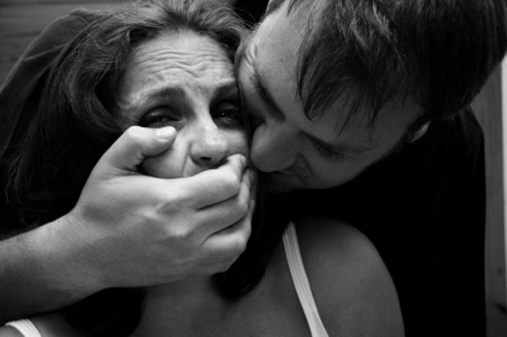 Γυναίκα δικαστής ρώτησε θύμα βιασμού «Δοκίμασες να κρατήσεις τα πόδια σου κλειστά;»!