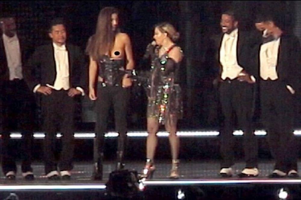 Αυτή είναι η Ελληνίδα που την έγδυσε η Μαντόνα στην σκηνή! (photos+video)