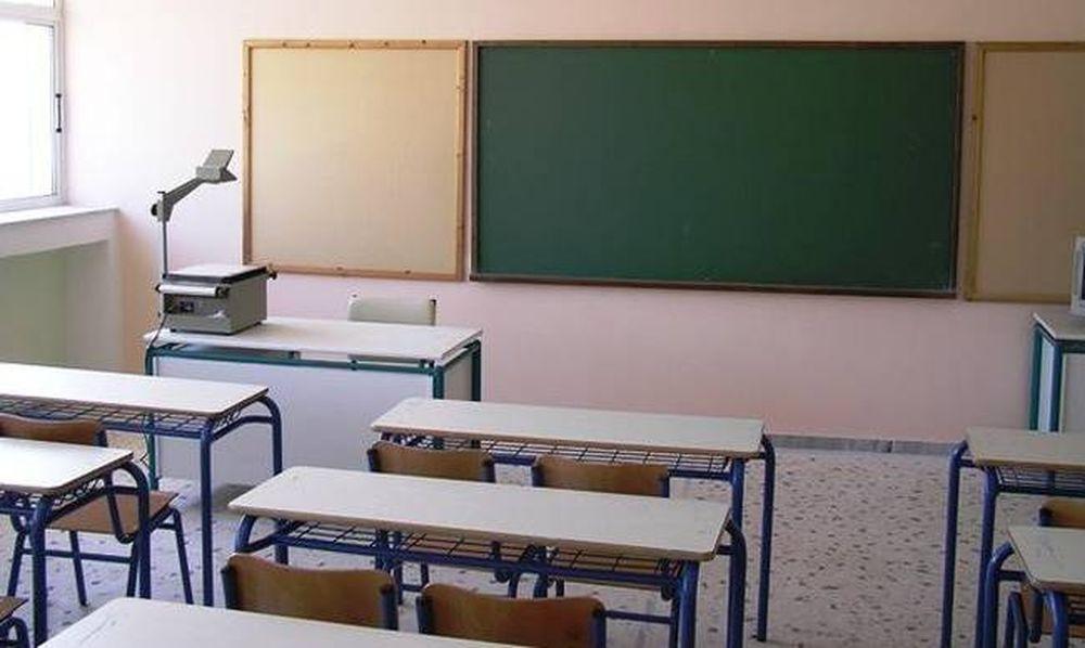 Σοκ σε δημοτικό σχολείο στα Τρίκαλα - Άνδρας κάρφωσε στο λαιμό του ένα μαχαίρι