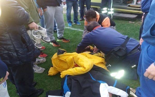 Χαμός σε ελληνικό γήπεδο: Οπαδός μπούκαρε στο γήπεδο και χτύπησε παίκτη!