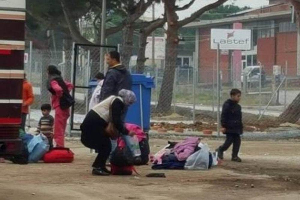 Αν είναι δυνατόν: Πρόσφυγες ήρθαν στα χέρια για μια φόρτιση κινητού!