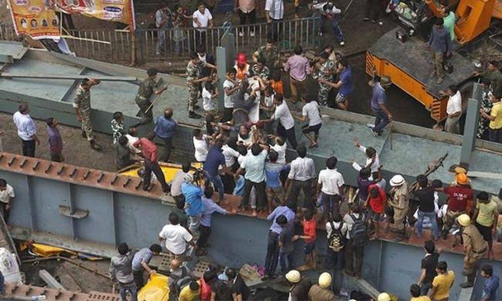 Κατάρρευση γέφυρας Ινδία: Συγκλονιστικά βίντεο και μαρτυρίες – 15 οι νεκροί, πάνω από 100 τραυματίες