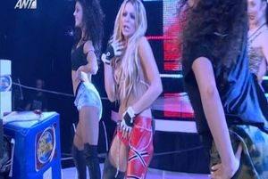 Μας πέταξε τα μάτια έξω η Josephine ως… hot Christina Aguilera! (photos+video)