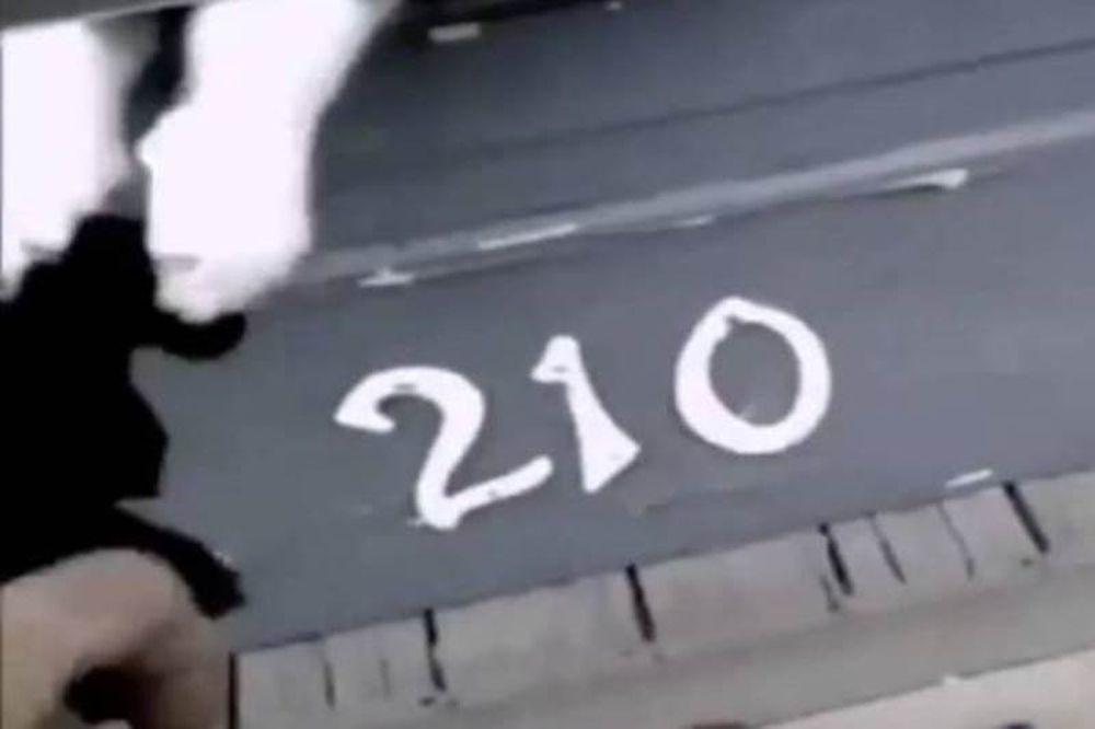 Γάτα εναντίον ταχυδρόμου: 1-0! (video)