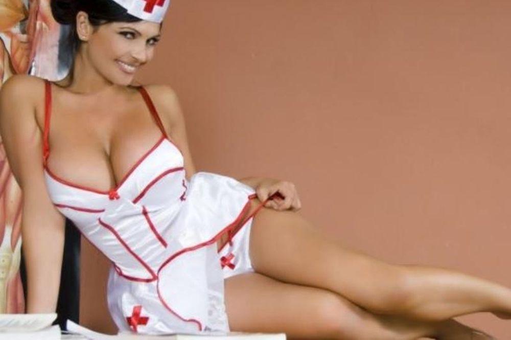 Σκάνδαλο: Θέλει φοιτήτριες με τεράστια στήθη στο νοσοκομείο!