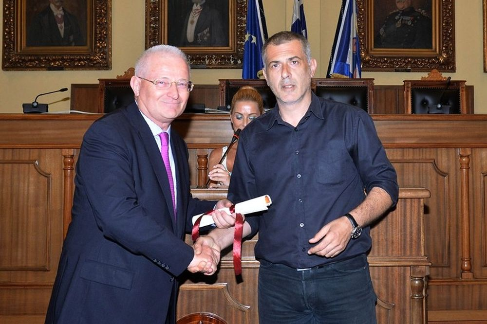 Ο Δήμος Πειραιά βράβευσε την ΠΑΕ Ολυμπιακός