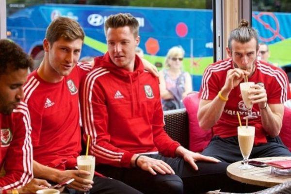 Euro 2016: Ώρες χαλάρωσης με… παγωτά και μιλκσέικ για τους παίκτες της Ουαλίας! (photos)