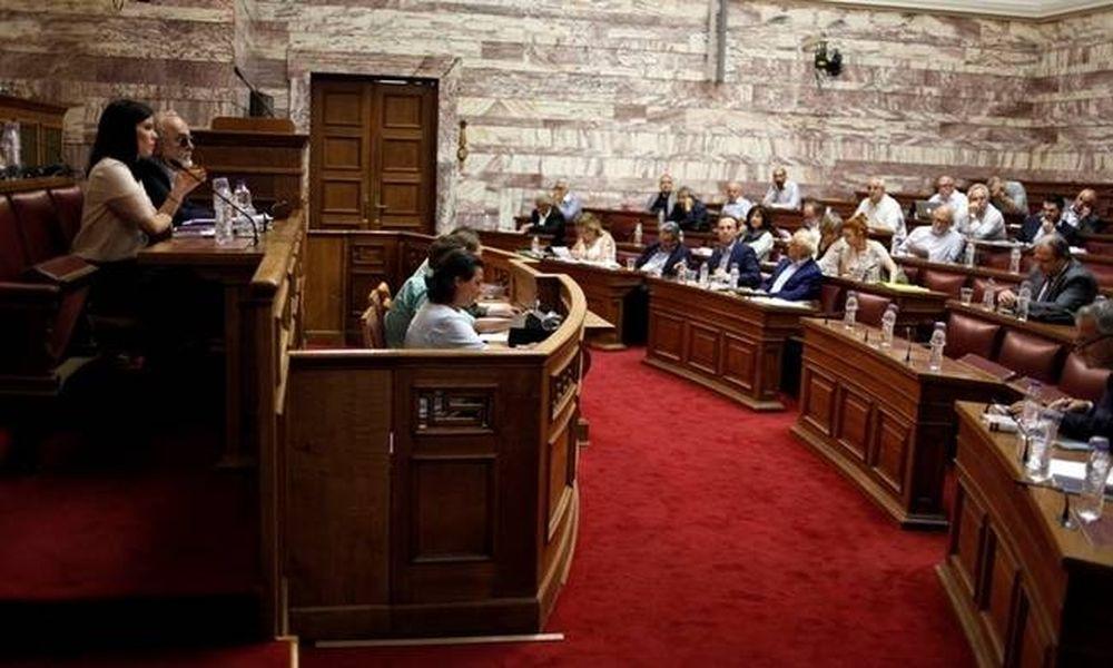 Εκλογικός νόμος: Άγρια κόντρα κυβέρνησης - ΝΔ στη Βουλή