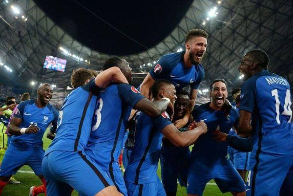 Euro 2016: Έκλεψαν… την κραυγή των Ισλανδών οι Γάλλοι (photos+video)